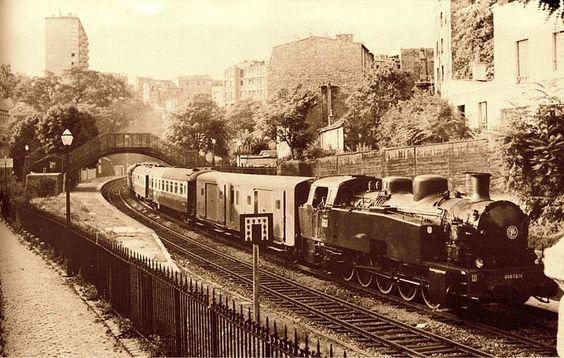 le train bleu traverse la gare de m nilmontant en 1973 le train bleu l 39 origine train de. Black Bedroom Furniture Sets. Home Design Ideas