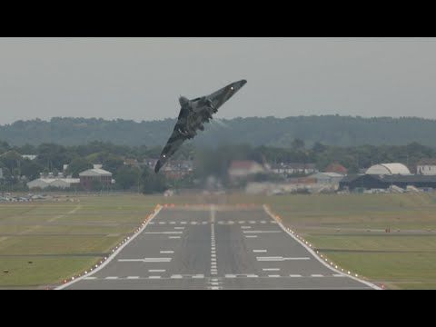 Vulcan XH558 Takeoff & Wheelie, Farnborough 2014 FIA14 Royal Air Force - YouTube