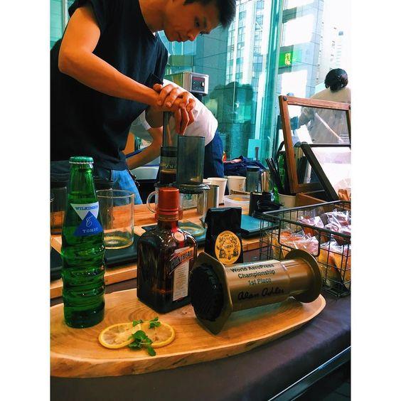 . . Paul Bassett . 作ってる間もずっと見入ってしまった 香りもいい匂いで 美味しかったですゲイシャ . . . #paulbassett tokyocoffeefestival2016 #coffee #coffeefestival #tokyo #tokyocoffeefestival #コーヒー #aeropress #panama http://ift.tt/1Vbg53z