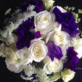 Loving this romantic lisianthus & rose arrangement!  #flowers #love #vegas #lasvegasflorist #lisianthus #rose