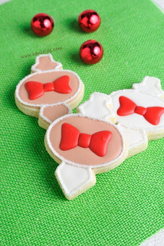 Pretty Christmas Ornament Cookies by Haniela's TUTORIAL - https://www.youtube.com/watch?v=5mdCF87k3ls