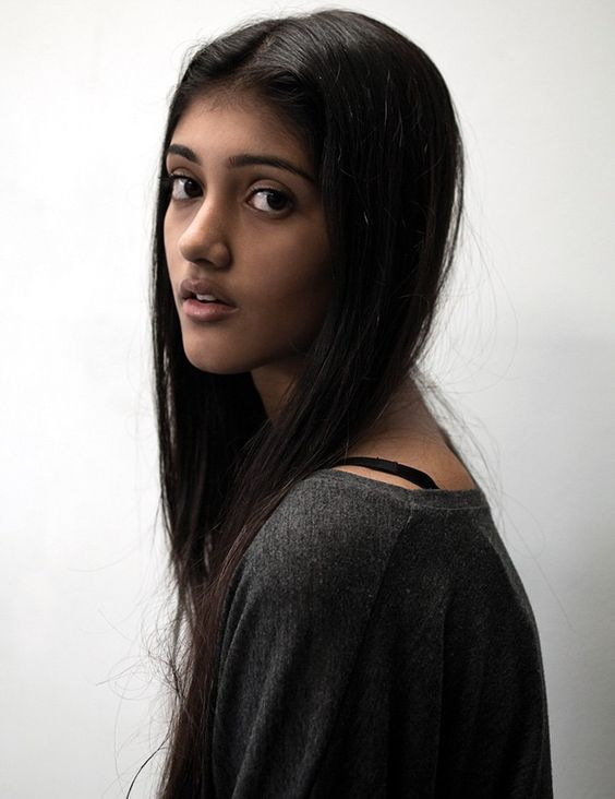 I dunno who this is yet (she kinda looks like Priya from Elizabeth Bear's Karen Memery)