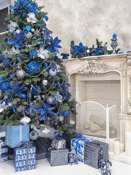Albero Di Natale Argento E Blu.Albero Di Natale 2018 Blu Blue Christmas Tree Decorations Blue Christmas Tree Christmas Tree Themes