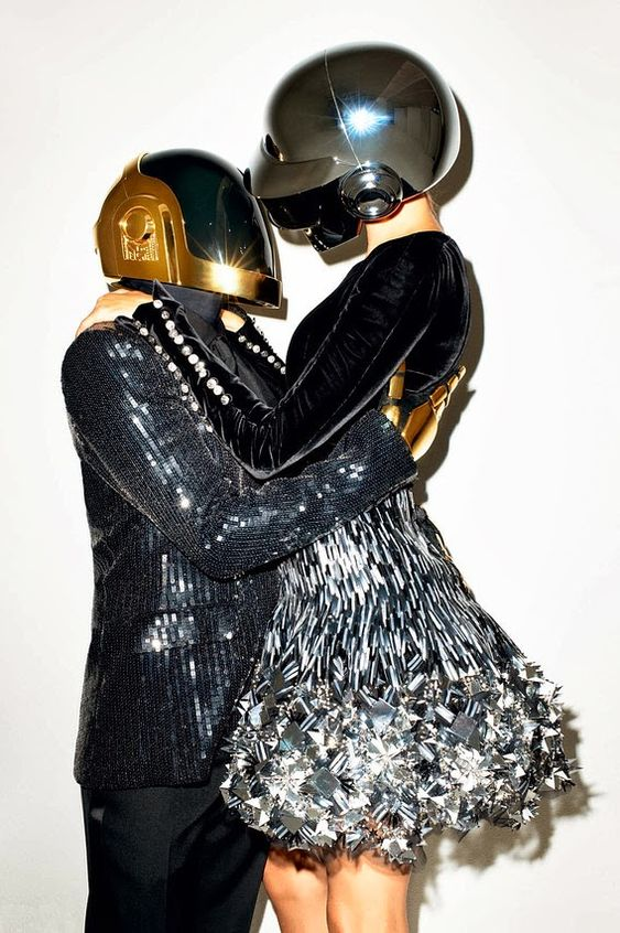BN AD205 mag111 MV 20131024130009 WSJ Magazine November 2013 | Gisele Bündchen & Daft Punk by Terry Richardson  [Editorial]
