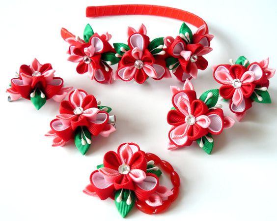 Set of 6 pieces - headband, 2 alligator type hair clips, 2 ponytails, bracelet. A flowers are made in the technique of tsumami kanzashi. Plastic headband