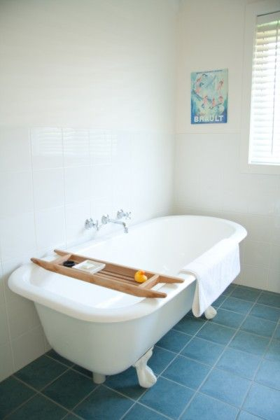 Huskisson Bed & Breakfast on Jervis Bay This is a corner of the bathroom for the garden family suite. Original cast iron clawfoot bathtub reconditioned all white.