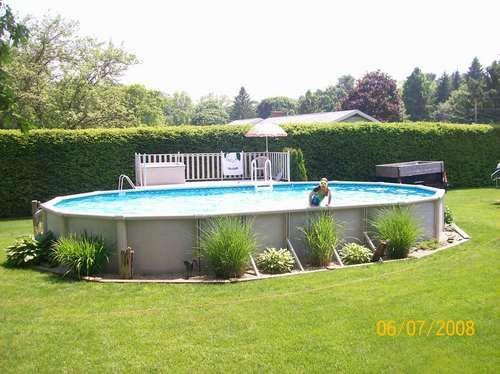 Landscaping around above ground pools pools in for Articulation echelle piscine