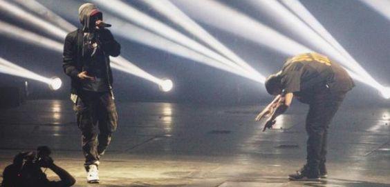 """Drake curva-se diante o Eminem """"É o melhor rapper que já vi cantar"""" https://angorussia.com/entretenimento/famosos-celebridades/drake-curva-diante-eminem-melhor-rapper-ja-vi-cantar/"""
