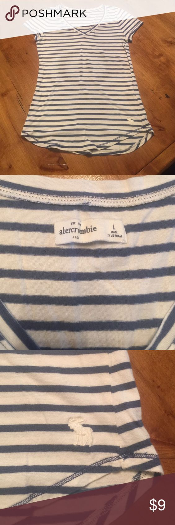 Abercrombie soft short sleeve T-shirt Abercrombie soft navy blue and white striped T-shirt worn once Abercrombie & Fitch Shirts & Tops Tees - Short Sleeve