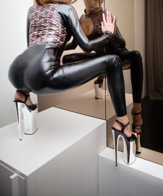 dominatrixlisa (Herrin Lisa): #bdsm #latex #fetish #art #londonmistress #dubaimistress www.dominatrixlisa.eu