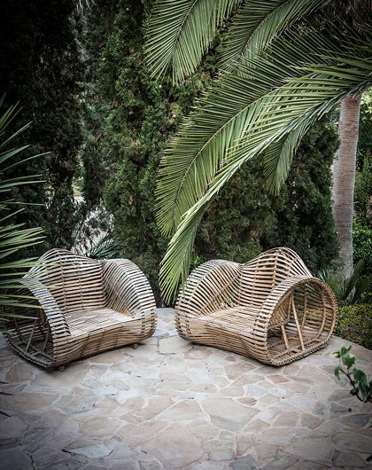 garden pinned by barefootblogin.com Wicker Chairs & Palms -Caroline Legrand Design