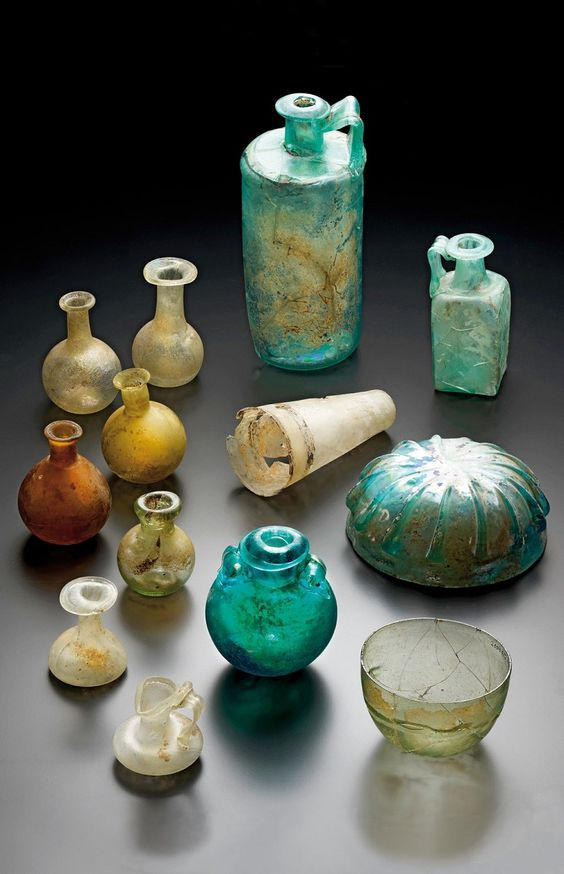 glass goods from Roman tombs of the 1st to 3rd century AD Romano-Germanic Museum in Cologne   Bodendenkmalpflege