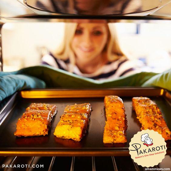 Dilarang keras memasukkan adonan kue/cake apabila suhu untuk memanggang belum tercapai sesuai keinginan kita karena hal tersebut akan menghasilkan kue yang bantat. Sebaiknya panaskanlah oven sebelum dipakai selama minimal 15 menit hingga tercapai suhu yang diinginkan. Setelah adonan kue masuk kedalam oven jangan membuka pintu oven pada saat 15 menit pertama agar kue atau cake bisa mengembang sempurna. #TipsBaking