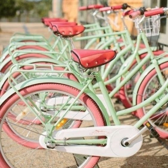 We're drooling over these mint green and pastel pink bikes - we think the entire Lindy Bop team need one! #mint #pink #bicycles #bikes #vintagebikes #vintage #pastels
