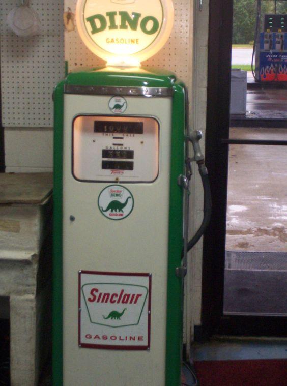 #antiquegaspump #sinclair #antiquegaspump #dinosinclairgaspump   #jamiesgaspumps  #jamesthompsonservicectr  Gas pumps restored.
