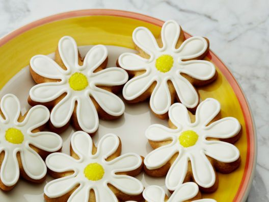 Eleni's Daisy Cookies from Darcy Miller Almost to pretty to eat I must buy these