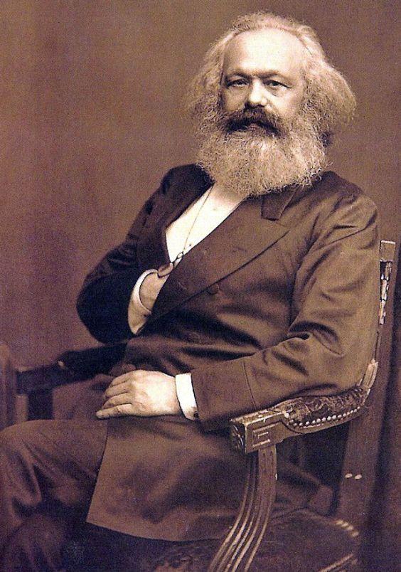 """Juan Jabez Edwin Mayall Karl Marx, Londres c.1875 """"Hegel dice en alguna parte que aparecen todos los grandes hechos y personajes históricos mundiales, por así decirlo, dos veces.  Él se olvidó de agregar:. La primera vez como tragedia, la segunda como farsa """"Karl Marx,"""" El Dieciocho Brumario de Luis Bonaparte """"1852"""