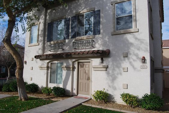 Located at 935 W Aspen Way, Gilbert Arizona 85233. Townhouse in Park Place Village (near Cooper & Guadalupe). 2 bedrooms, 2 bathrooms, 2 car garage, 1028 square feet and at a VERY good price.