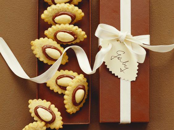 Einfache Mandelplätzchen für die festliche Adventstafel | Zeit: 30 Min. | http://eatsmarter.de/rezepte/mandelplaetzchen-1