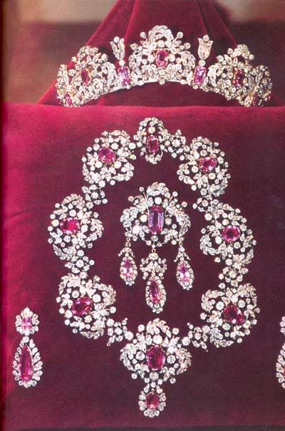 pink topaz demi-parure which was given to Marie Pavlovna on the occasion of her wedding to the Duke of Sachsen-Weimar-Eisenach. It was a gift from her father, Czar Paul I of Russia. It passed to her daughter Augusta, the Empress of Germany, then to Augusta's daughter Louise, Grand Duchess of Baden, and then to the Grand Duchess' daughter, Queen Viktoria of Sweden in 1923, when it became part of the Bernadotte collection. It is created from the finest of Russian pink topazes.