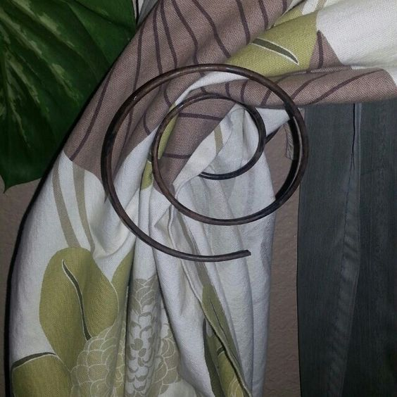 Bed Spring Curtain Tie Back (640×640)
