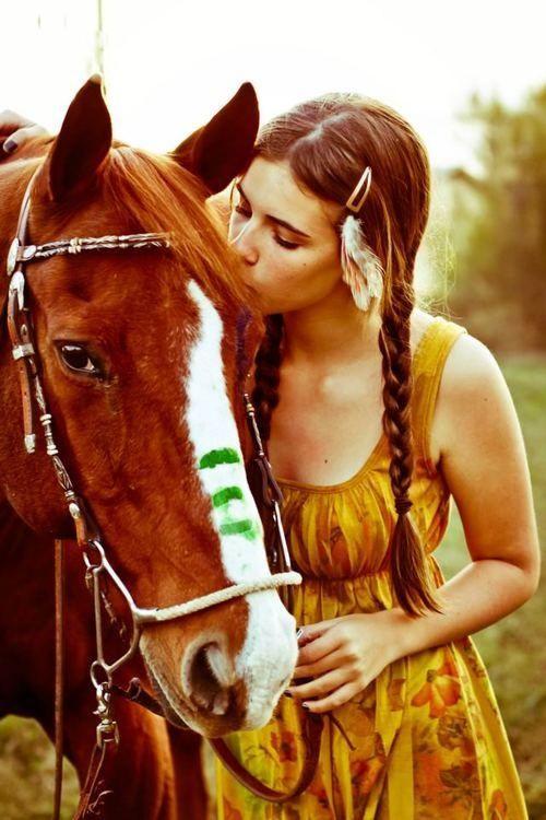 Horse. Cute photo idea.