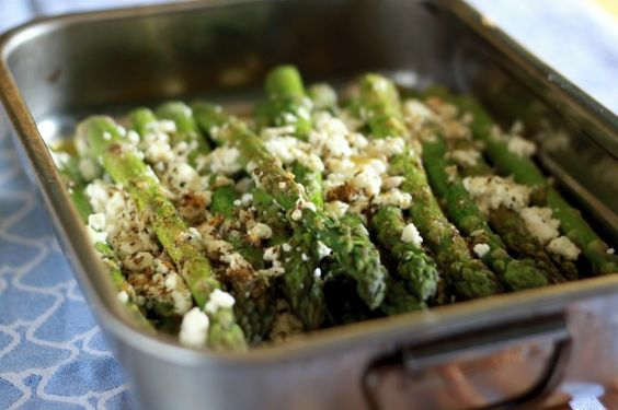 Mit Feta gratinierter Spargel aus dem Ofen – Feta cheese backed asparagus
