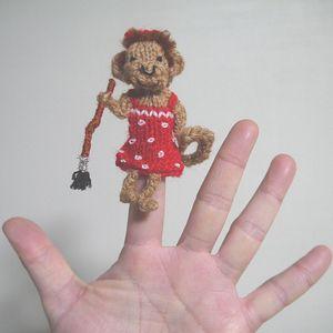 指人形「おさるの女の子」