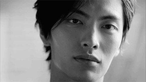 {GIF} Lee Min Ki's smile. The video this picture is from makes me want to cry. So sad.