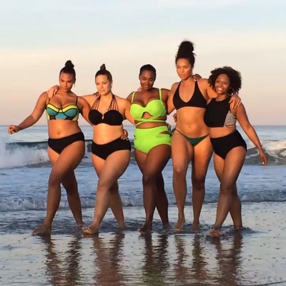 #bts of #CurvyFitClub with my beautiful friends! @marquitapring @victorialeexoxo @juliehenderson32 @kiaervin #lovetheskinyourein