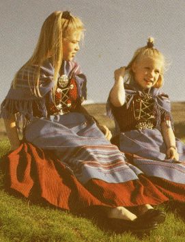 Føroyski tjóðbúnin (Faroese National Costume) The traditional Faroese costume is based on the common people's everyday clothes in the 1800s. It is still widely used in the Faroes at graduscaation ceremonies, weddings and confirmations.: