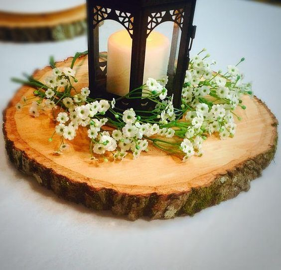 Rustic wood slices for decoration at weddings and bridal