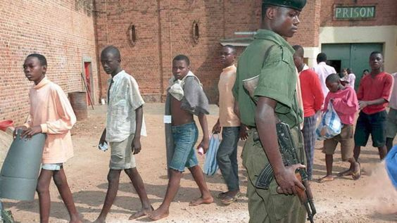 'Duizenden kinderen in cel vanwege veiligheidsrisico' | NOS