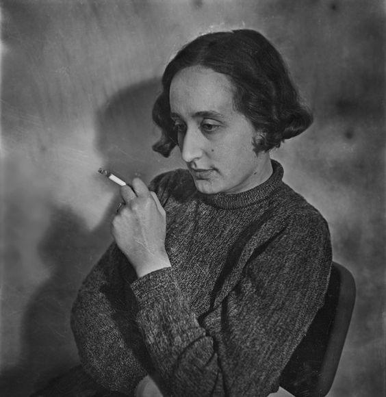 Selbstporträt, London, um 1936 Edith Tudor-Hart Digitaler Inkjet-Print, 30,4 × 30 cm © Scottish National Portrait Gallery / Archive presente...