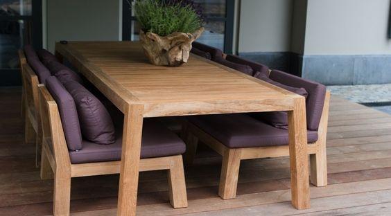De Nieklow dining fauteuil behoort tot de exclusieve meubelcollectie van Piet Boon. Zijn liefde voor natuurlijke, eerlijke materialen en een sobere, stoere vormgeving vormen de basis van zijn meubelcollectie. Voorwaarden voor zijn collectie zijn: tijdloos, duurzaam en een vormgeving gericht op comfort en gemak. De Nieklow dining fauteuil is gemaakt van massief Iroko hout en combineert prachtig met de bijpassende Anne tafels. De outdoor-collectie van Piet Boon is volledig ...
