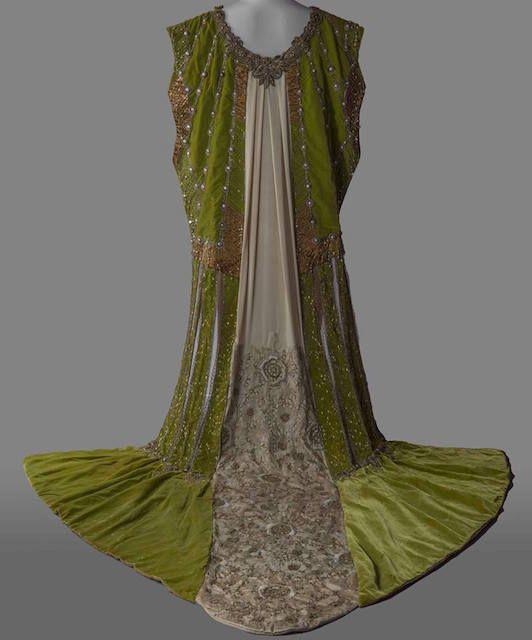 サルヴァトーレ フェラガモ ミュージアムの今年の展覧会のテーマはファッションとアートサンローランや高橋盾の作品も展示
