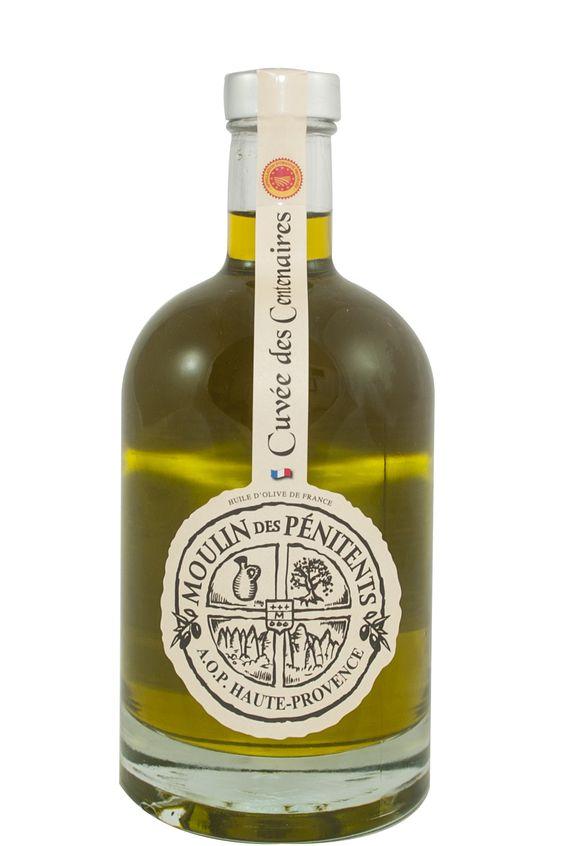 Franse olijfolie AOP, vierge extra, uit de Haute-Provence, fles à 50 cl. van Moulin des Pénitents. Een bijzondere olijfolie voor de échte liefhebber! De olijfolie zit in een mooie glazen fles, een sieraad in uw keuken.  Deze olijfolie is van de oogst van 2014. Ondanks het moeilijke jaar en de beperkte hoeveelheid verkrijgbare olijfolie hebben wij toch een aantal flessen mee mogen nemen. Deze olijfolie 50cl is in beperkte mate verkrijgbaar!: