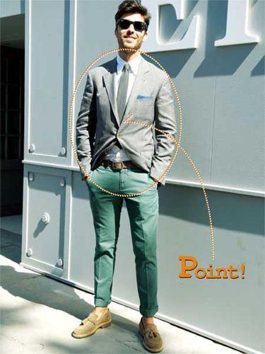 淡いカラーのチェックジャケットなら、ボトムスのトーンは最大限注力すべし!