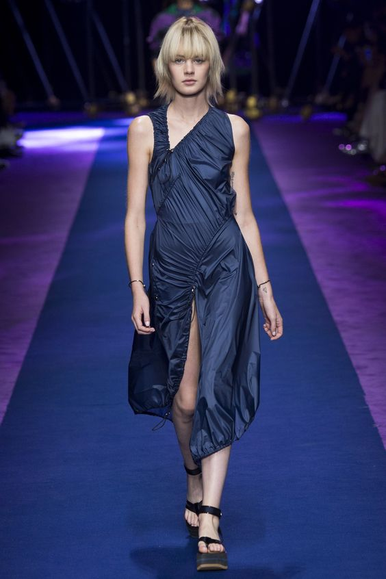 Versace Spring 2017 Ready-to-Wear Fashion Show - Celine Bouly