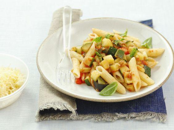 Pasta mit Tomaten, Zucchini und Auberginen - smarter - Zeit: 30 Min…