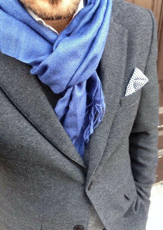 Conseils de mode et looks pour porter son pashmina avec un costume d'homme. L'écharpe pashmina l'accessoire mode d'hiver au masculin.