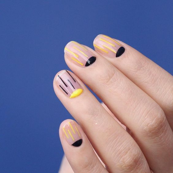 Manicure originale Yellow Black Blue manicure Coloured manicure