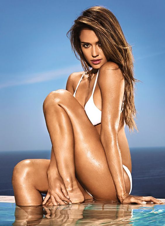 Jessica Alba getting wet in a bikini and showing butt is great entertainment - Hollywood Gossip | MovieHotties