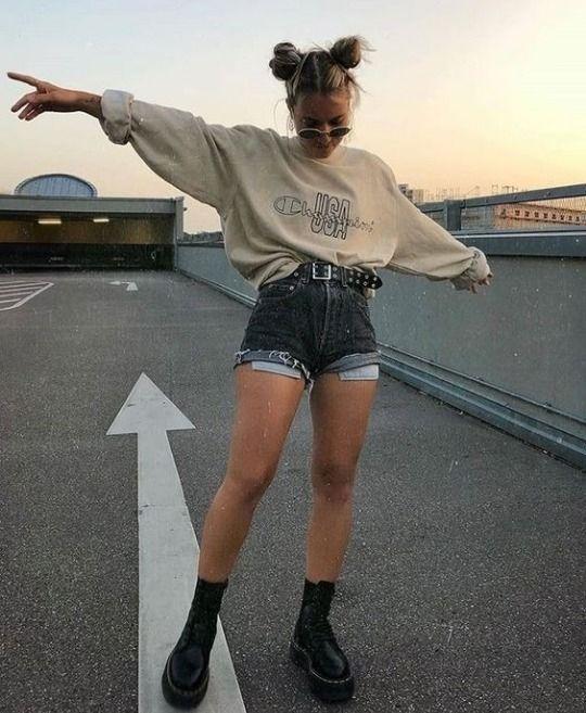 tumblr look vsco girl menina mulher inspiração estilo style bota short calça blusa moletom inverno frio calor verão primavera momento moda óculos saia gringa