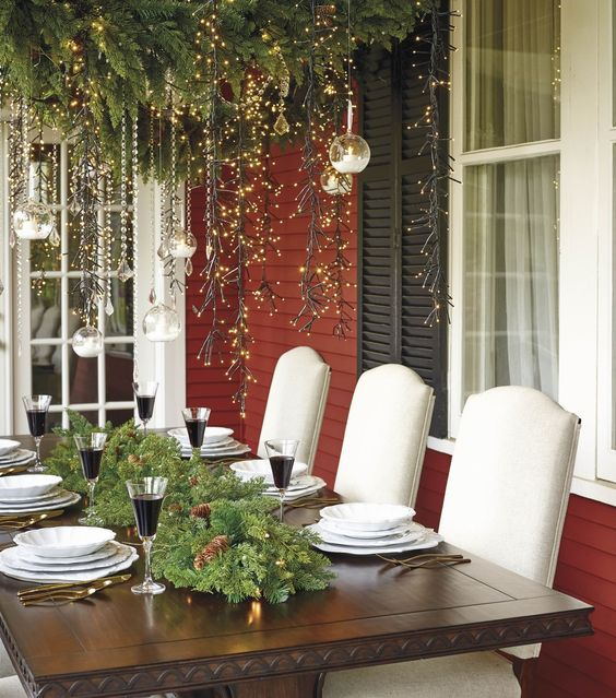 Outdoor Holiday Tablescape - ELLEDecor.com