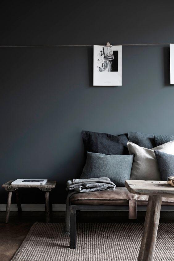 Atreverse con el color gris oscuro en las paredes Etxekodeco en 2020 Salas de estar elegantes Sala gris Decoracion de salas