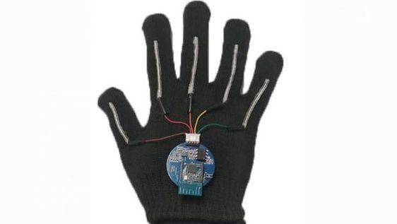 Así es el guante que traduce en tiempo real la lengua de signos