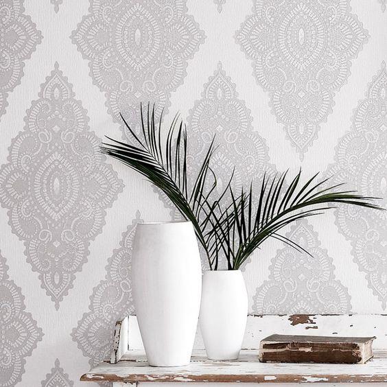 Papel pintado damasco color claro para el salón