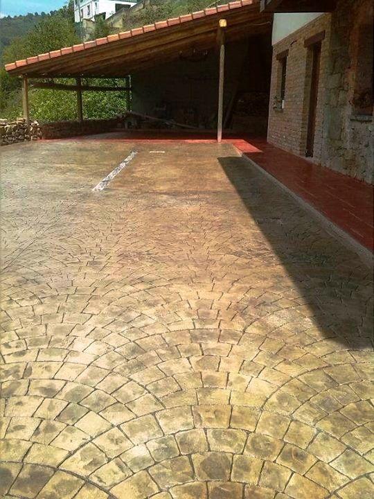 Pavimento de hormig n impreso con ankare zaline en adoqu n for Estampado de hormigon