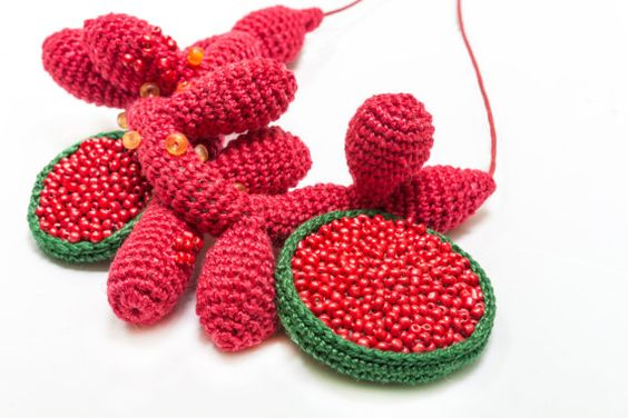 Red Coral Crochet Necklace by LidaAccessories on Etsy (Lidia Puica):